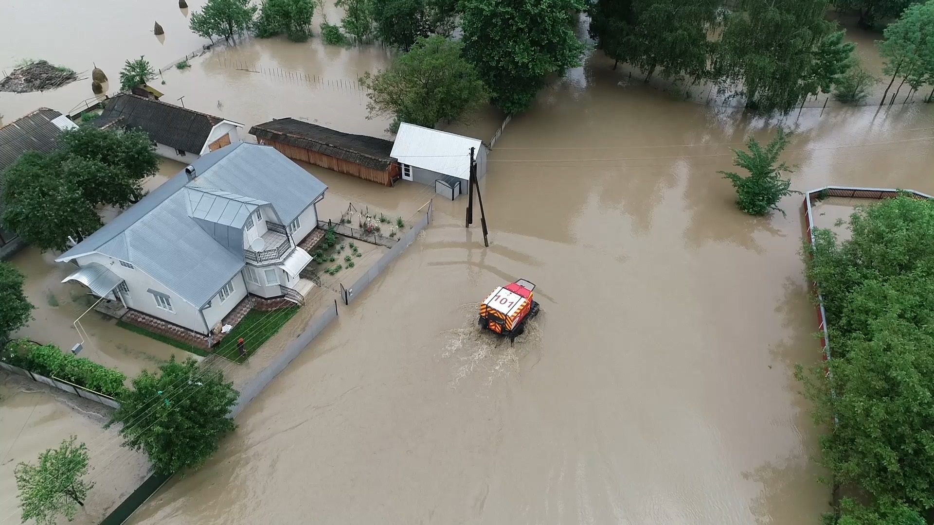 Flood response services on site in western Ukraine. Source: National State Emergency Service of Ukraine