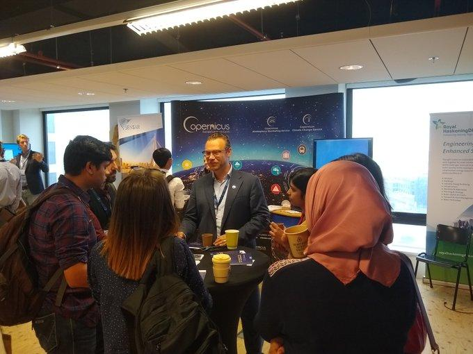 Stijn Vermoote from ECMWF discusses C3S with interested students at the Copernicus Eyes on Earth Roadshow in Rotterdam