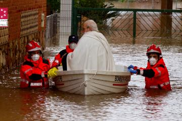 Rescue of man in Castellón, Spain during early April flooding. Credit: Diputació de Castelló